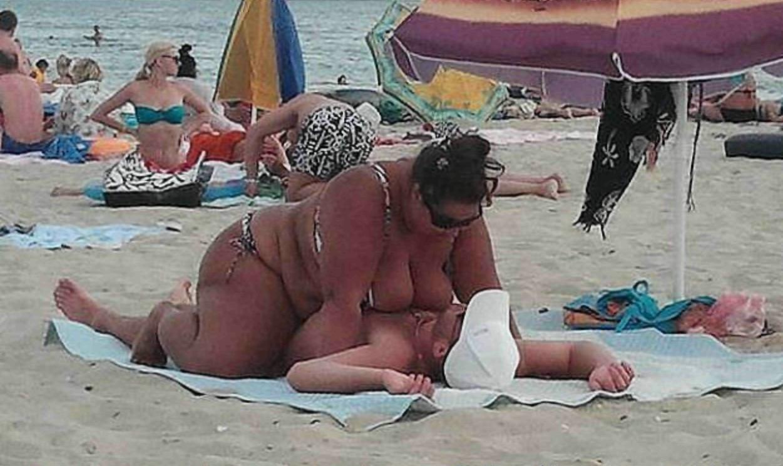 Пристает к девушкам на пляже 3 фотография