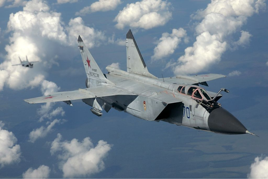 1024px-Russian_Air_Force_MiG-31_inflight